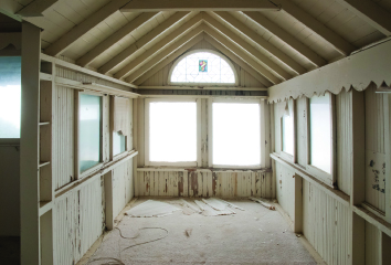 Interior of Cottage #8, a future overnight rental. J. Christopher Launi, courtesy of Crystal Cove Alliance.
