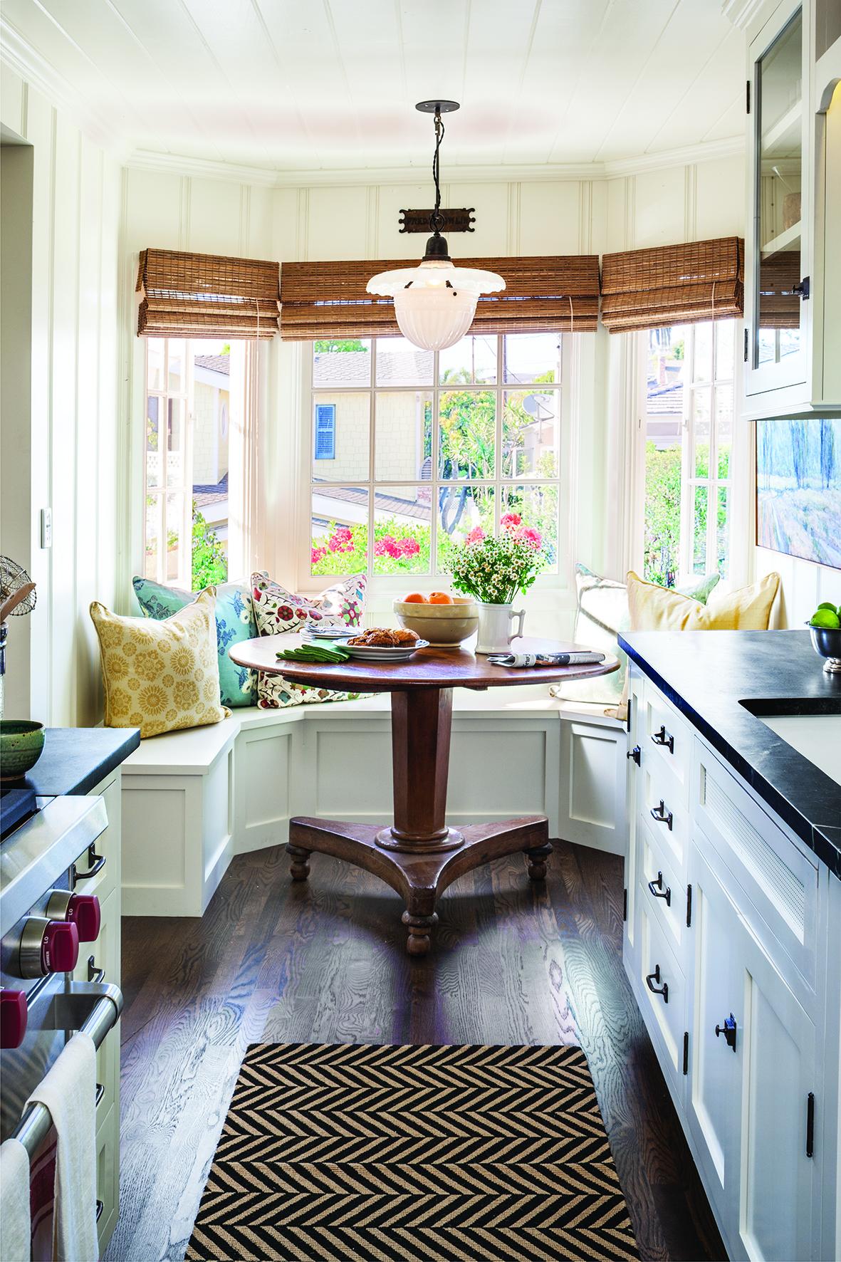 Обеденная зона на кухне -дизайнерские идеи.