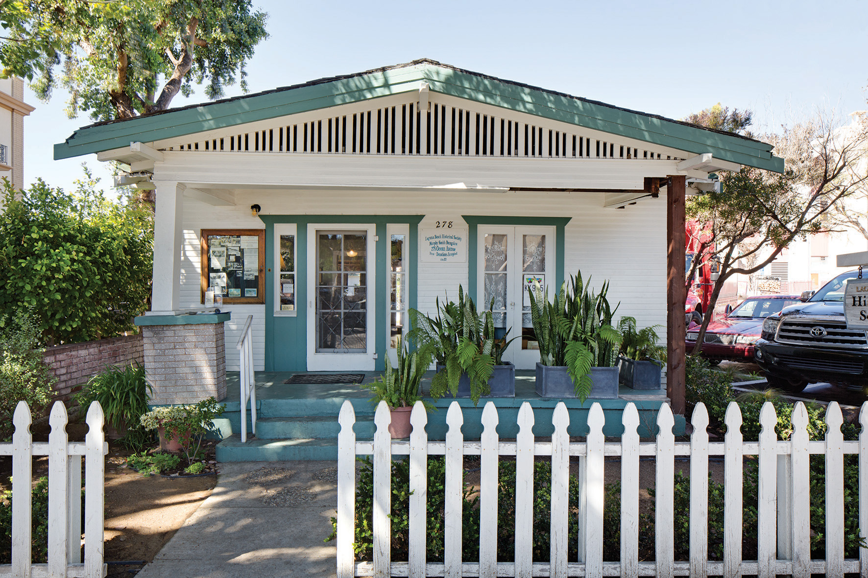 Laguna beach has awesome structural styles oc clean blog for Bungalow roof styles